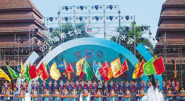 海南七仙温泉嬉水节开幕 万人相约保亭嬉水狂欢