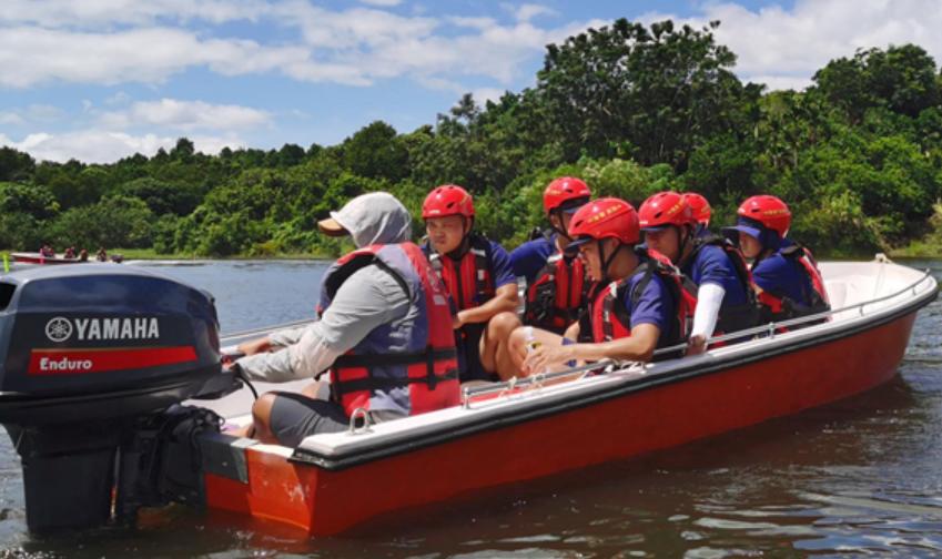 保亭消防开展冲锋舟水上救援训练